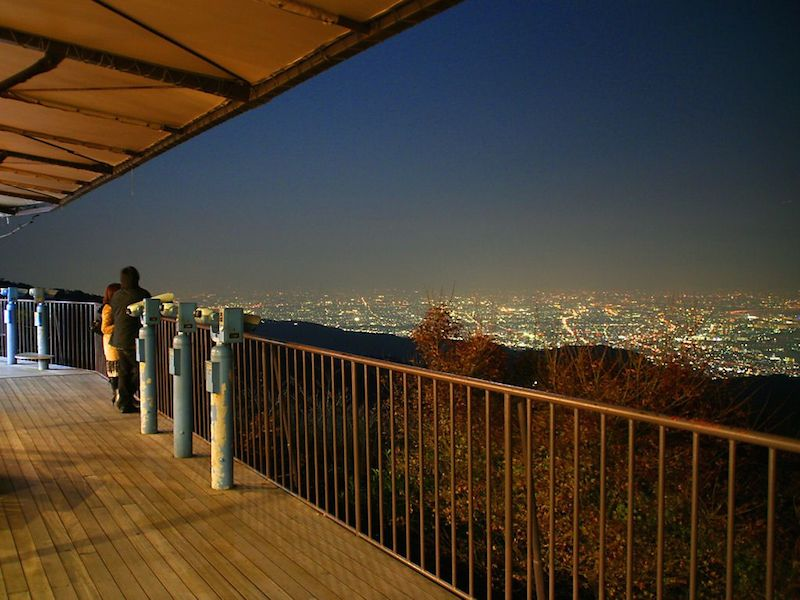 http://enjoy-jp.net/img/articles/rokko_gardenterace_yakei_2.jpg